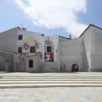 Piazza Abbamonte con i murales di Satriano di Lucania