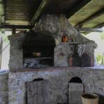 Il forno a legna e il barbecue del B&B Rifugio della Luna